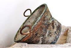 Rusty Metal Vase Lizenzfreie Stockfotografie