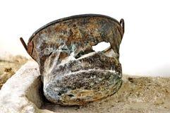 Rusty Metal Vase Lizenzfreie Stockbilder