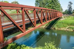 Rusty Metal Walking Bridge imagen de archivo libre de regalías