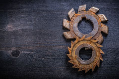 Rusty obsolete rotary cutters on wooden surface construction con Royalty Free Stock Photography