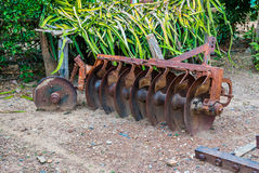Rusty Old Disc Harrow jordbruks- hjälpmedel Fotografering för Bildbyråer