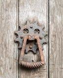Rusty Old Door Knock fotografia stock libera da diritti