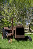 Rusty old tractor missing front tires Royalty Free Stock Photography