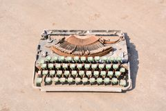 Rusty Old Vintage Typewriter Stockbilder