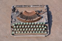 Rusty Old Vintage Typewriter fotos de archivo