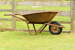 Rusty Old Wheelbarrow Arkivfoto