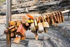Rusty Padlocks anziano - simbolo di amore Immagini Stock Libere da Diritti