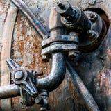 Rusty Pipe su metallo ondulato Fotografia Stock Libera da Diritti