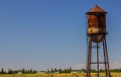 Rusty Pitted Water Tank lizenzfreies stockfoto