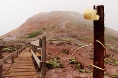 Rusty Pole auf einem Berg stockfoto