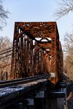 Rusty Pratt Through Truss Bridge - Paducah & Louisville järnväg, Salt River, Louisville, Kentucky Royaltyfri Fotografi