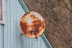 Rusty satellite TV antenna on the roof Royalty Free Stock Photos