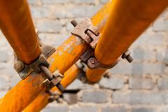 Rusty scaffold in a construction site Royalty Free Stock Photography