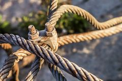 Rusty Steel Cable With Corroded-Klammer Stockbild