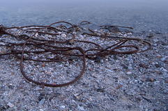 Rusty Steel Wire en la orilla Fotografía de archivo libre de regalías