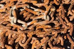 Rusty Tangled Chain - närbild Arkivbild