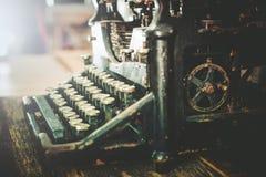 Rusty Vintage Typewriter Royaltyfri Foto
