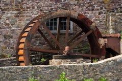 Rusty Water Wheel ad un mulino fotografia stock libera da diritti