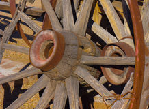Rusty Wooden Wagon Wheels Immagini Stock