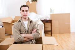 Ruszać się: Mężczyzna Siedzi Inside kocowania Pustego pudełko Obraz Royalty Free