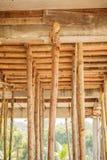 Rusztowania drewno dla małej budynek budowy obraz stock