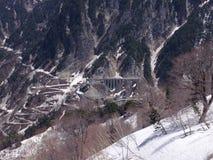 Ruta alpina de Tateyama Kurobe (montañas de Japón) fotografía de archivo