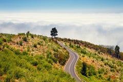 Ruta de la montaña sobre las nubes en Tenerife Fotos de archivo