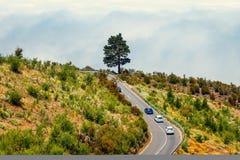 Ruta de la montaña sobre las nubes en Tenerife Imagenes de archivo