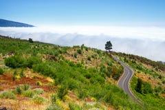 Ruta de la montaña sobre las nubes en Tenerife Fotografía de archivo