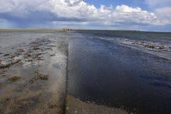 Ruta de marea a la isla histórica de Inglaterra del este del norte imágenes de archivo libres de regalías