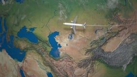 Ruta del vuelo comercial del aeroplano de Pekín a París el globo de la tierra almacen de video