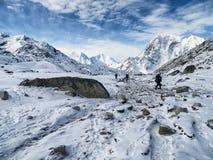 Ruta estéril del senderismo a Gorak Shep Foto de archivo