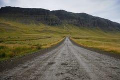 Ruta vacía de la grava en Islandia imagen de archivo libre de regalías