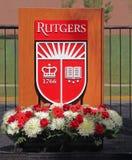 Rutgers-Hochschulschild auf a-Podium Lizenzfreies Stockbild