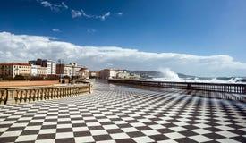 Rutigt golv i stadsfyrkant Arkivbilder