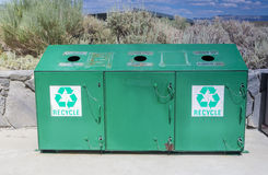 Réutilisation du concept : Une poubelle de réutilisation distincte placée se surpassent Photo stock