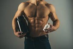 Rutina de la dieta Crecimiento estimulante del músculo con los esteroides anabólicos La hormona anabólica aumenta fuerza muscular fotografía de archivo libre de regalías