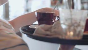Rutina de la mañana en cafetería metrajes