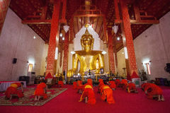 Rutina de los monjes. Fotografía de archivo libre de regalías
