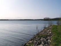 Rutland Water, die het westen van Barnsdale kijken royalty-vrije stock fotografie