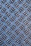 Rutschfester industrieller Stahlmetallbodenbelag, Schuss von oben, flache Beleuchtung Stockfotos
