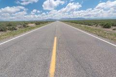 Rutt 50, den mest ensamma huvudvägen i Amerika, Nevada Arkivfoto
