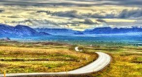Rutt 36 mellan Reykjavik och Thingvellir - Island Royaltyfri Bild