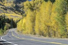 Rutt 145 på en höstdag i Colorado Arkivbild