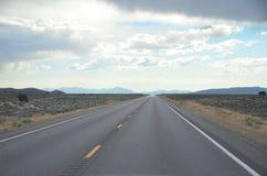 Rutt 50 som försvinner huvudvägen Nevada, Juli 2015 Royaltyfri Fotografi