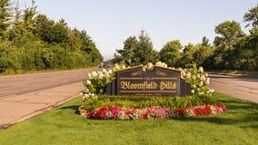 Rutten för kryssning för den ettårig växtWoodward drömmen kör till och med staden av Bloomfield Hills, MI Royaltyfria Bilder