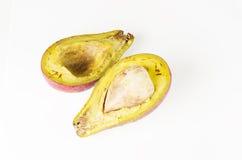 Rutten frukt på vit bakgrund Arkivfoton