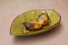 Ruttet citronsnitt in i delar Royaltyfri Foto