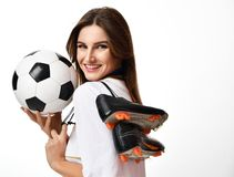 Ruusian样式爱好者体育kokoshnik举行足球的妇女球员庆祝愉快微笑的笑的 免版税库存图片