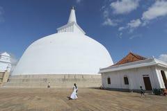 Ruvanvelisaya Dagoba in Anuradhapura Lo Sri Lanka, marzo 2015 Immagini Stock